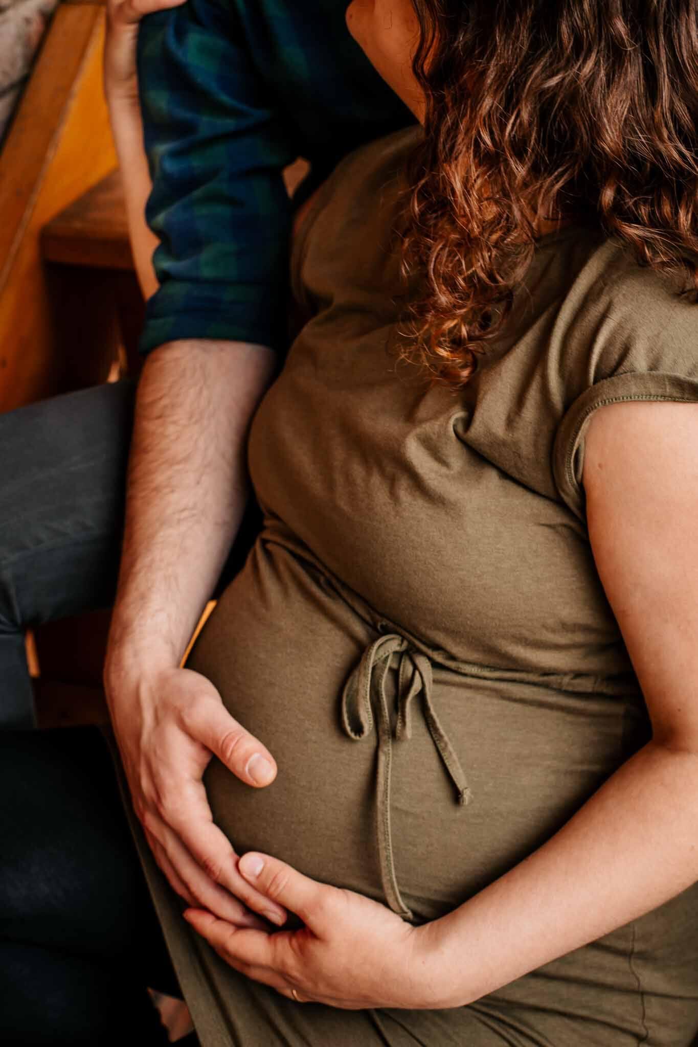 Mann mit schwangerer Frau